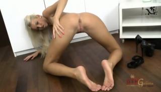 Nice Body Of Alluring Blonde