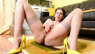 Stella Cox - 60s Party Girl!