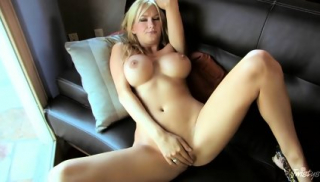 Cute Blonde's Awesome Vagina